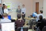 Uczniowie prowadzący prezentację